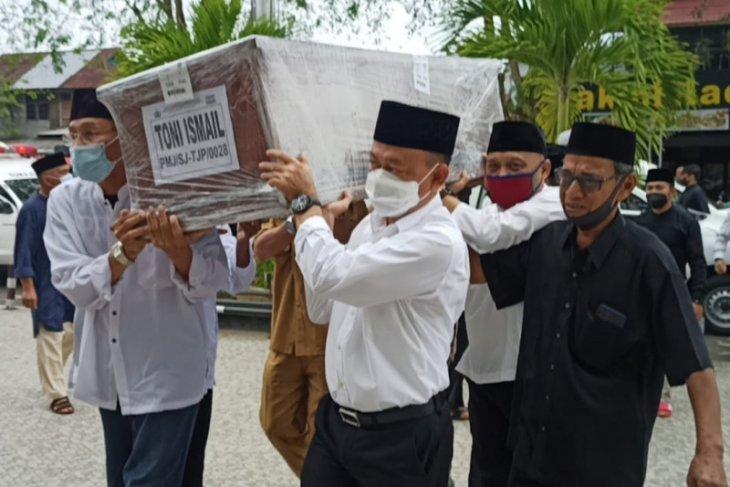 Wako Pontianak ikut shalat jenazah Toni Ismail dan keluarga