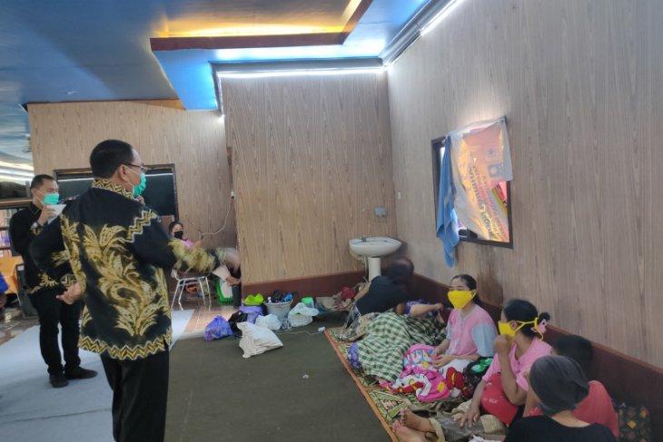 Pengungsi korban banjir di Kalsel berangsur pulang