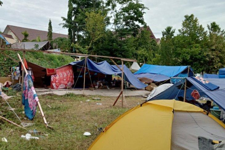 Ribuan pengungsi Mamuju belum mau pulang