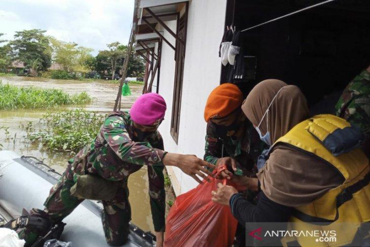 Satgas Marinir berhasil tembus daerah terisolir distribusikan bantuan di Kalsel