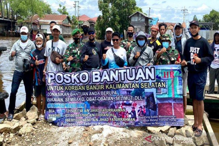 Sat Intelkam dan Timsus Polresta Banjarmasin salurkan sembako ke korban banjir