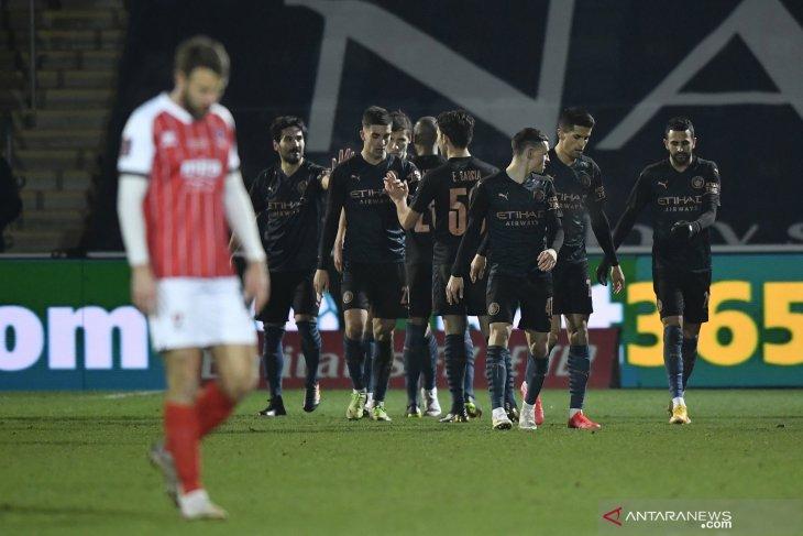 Manchester City bangkit kalahkan Cheltenham Town 3-1