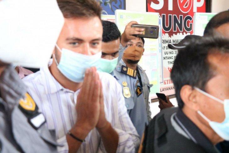 Imigrasi Bali deportasi warga Rusia karena buat pesta saat pandemi