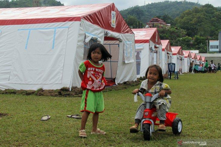Ribuan pengungsi Mamuju belum mau pulang ke rumahnya