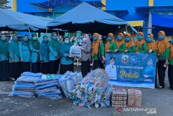 PKK Kotabaru berbagi bantu korban banjir HST