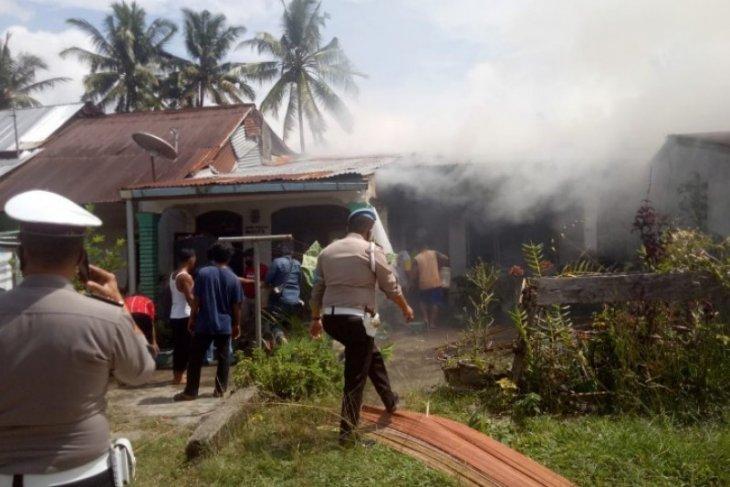 Satu unit rumah di Balimbingan Simalungun terbakar
