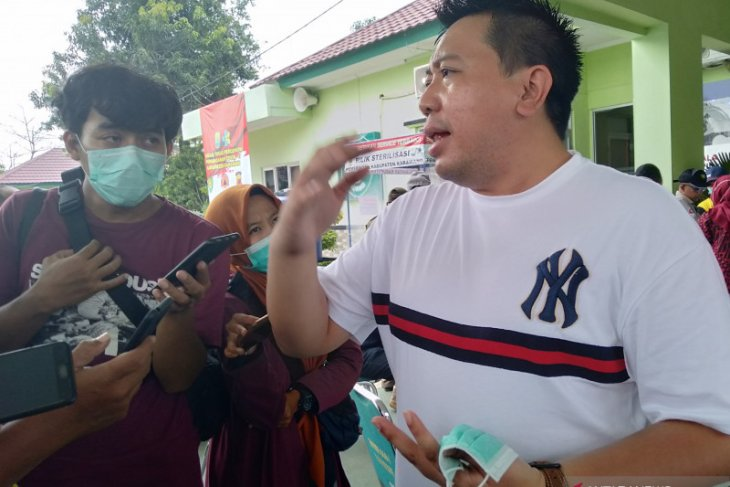 Jumlah pasien positif yang dirawat di Karawang bertambah 320 orang