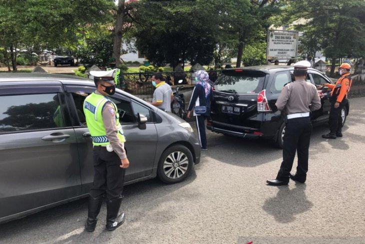 Langgar PPKM pengendara dari luar Sukabumi diperintahkan kembali ke daerahnya