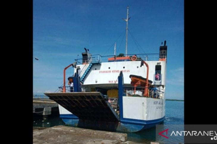 Keberangkatan Kapal tujuan Garongkong tertunda akibat cuaca buruk