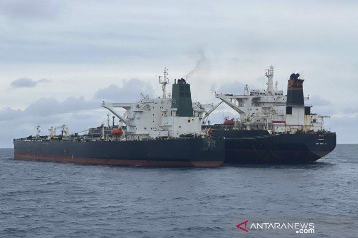 Dua kapal tanker asing diduga langgar alur pelayaran Indonesia