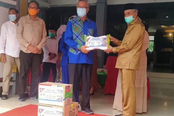 Bupati Banjar terima bantuan korban banjir dari Wali Kota Samarinda