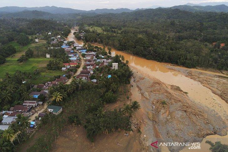 Video-Walhi berikan keterangan terkait penyebab banjir di Kabupaten HST dan Kalsel