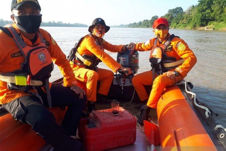 Basarnas Jambi cari warga yang tenggelam saat mandi di sungai