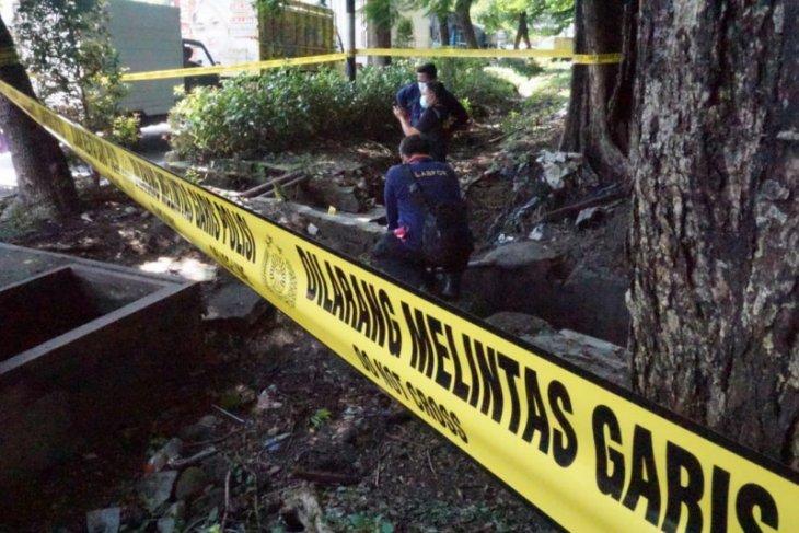 Labfor Polda Jatim selidiki penyebab ledakan di taman depan SPBU Margomulyo Surabaya