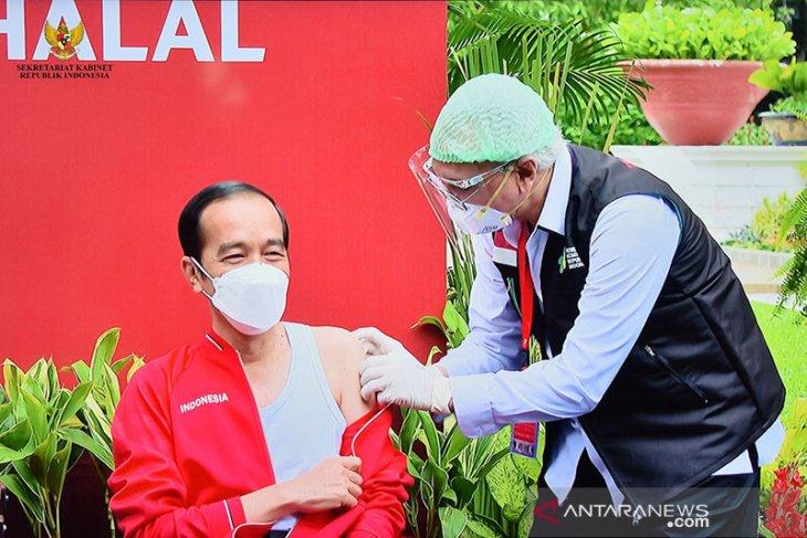 Prof Abdul lebih tenang saat berikan suntikan vaksin kedua ke Presiden Jokowi