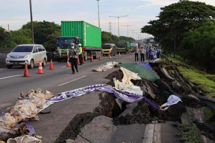 Longsor, Jasamarga lakukan rekayasa  lalu lintas di Tol Surabaya-Gempol
