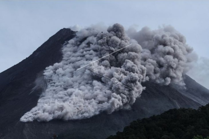 Mount Merapi ejects ash clouds 14 times in 4 hours