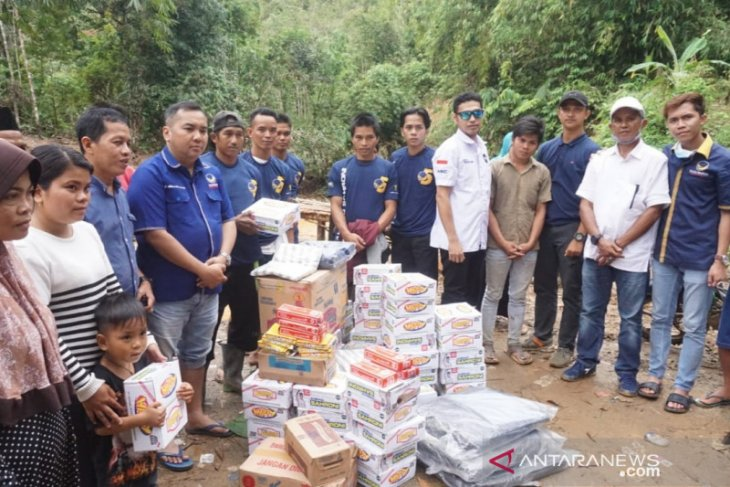 Nasdem Kalsel salurkan ribuan paket bantuan korban banjir di HST