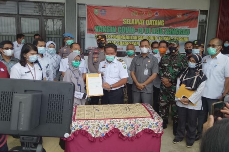 Bupati Sanggau sambut 3.160 Vial Vaksin CoronaVac