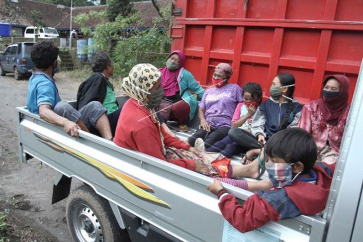 Evakuasi warga lereng Merapi