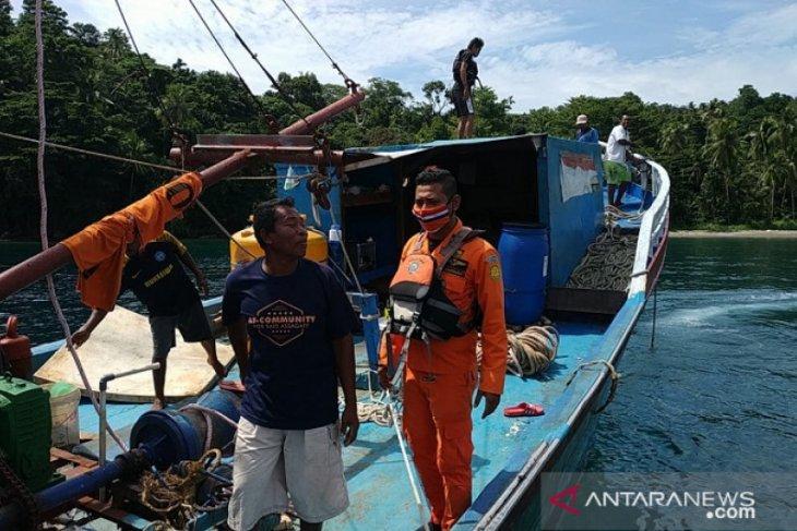 Kapal nelayan patah kemudi di perairan desa Wakasihu