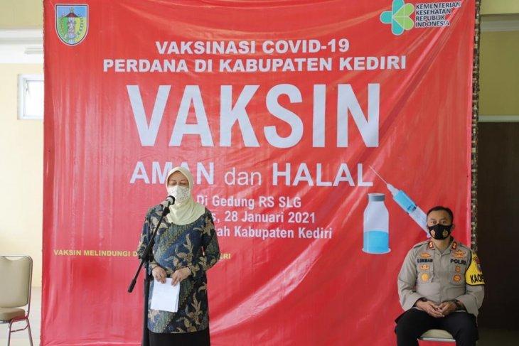 Pejabat di Kabupaten Kediri  ikuti vaksinasi COVID-19