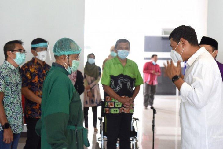 Vaksinasi COVID-19 tenaga kesehatan di Kota Kediri berlangsung lancar