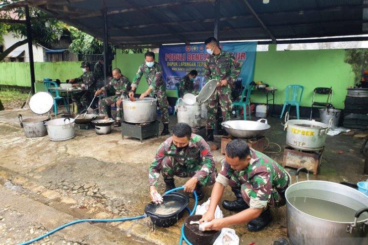 Dapur lapangan TNI AD sajikan 3.000 nasi bungkus bagi korban banjir