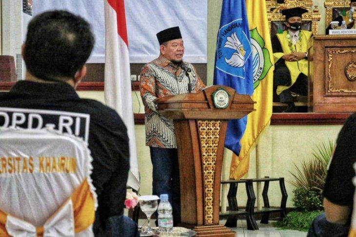Hadiri Sidang Terbuka Unkhair Ketua DPD RI Sampaikan Pentingnya Pembangunan SDM