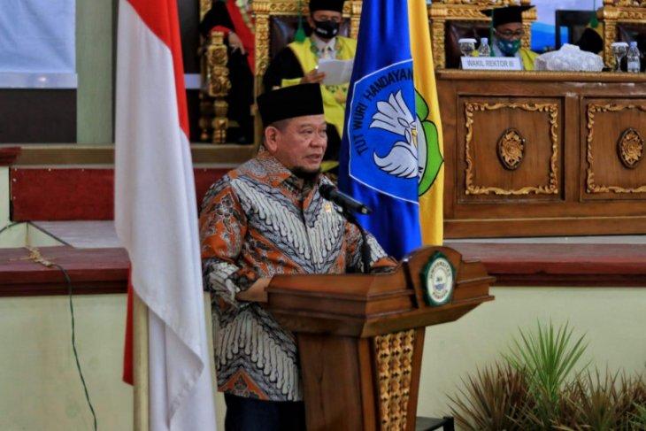 Di Sidang Terbuka Unkhair Ketua DPD RI Sebut 2 Momen Pemicu Pembangunan Malut