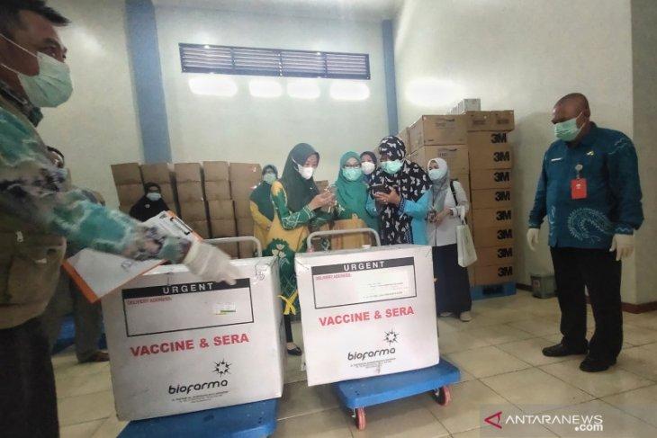 Video-Vaksin Sinovac tiba di HST, Pertama kali disuntik adalah Unsur Muspida