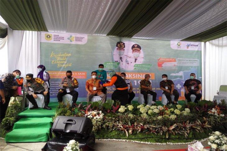 Ketua Komisi IV DPRD Bogor ikuti Vaksinasi COVID-19 pertama