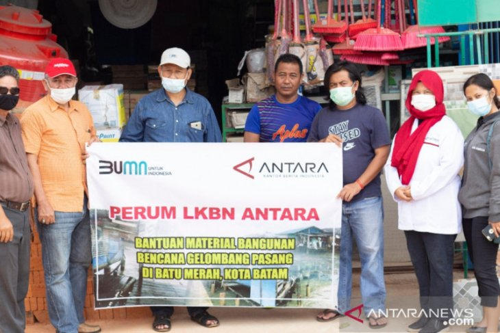 LKBN ANTARA Kepri bantu warga korban gelombang pasang di Batam