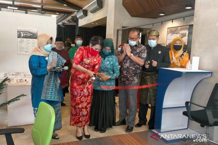 Tjhai Chui Mie resmikan Pojok Baca Digital