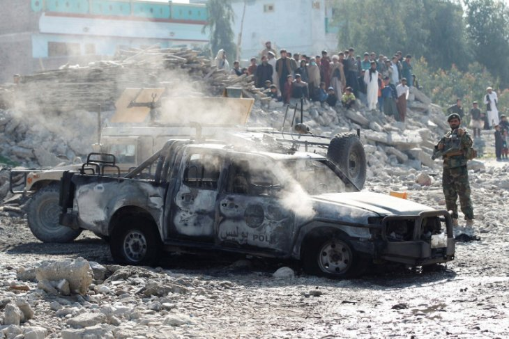 Bus pegawai pemerintah Afghanistan dibom, 3 tewas 11 terluka