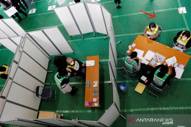 Jepang baru mulai vaksinasi massal ke pekerja rumah sakit