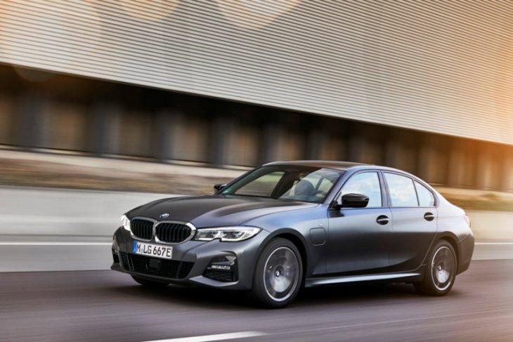 BMW Seri 5 dan 3 hybrid terbaru dirilis  Maret