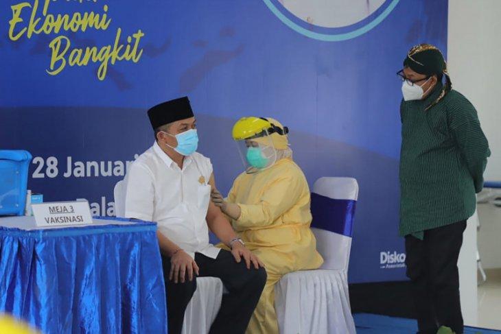Ketua DPRD Kota Malang jadi orang pertama terima vaksin COVID-19