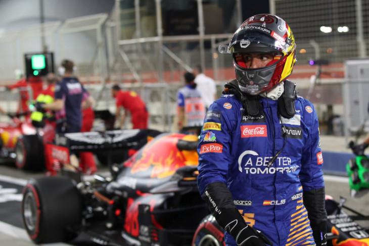 Sainz awali tugasnya sebagai pebalap di Ferrari