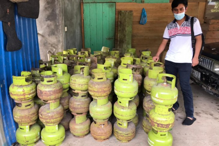 Warga Desa Nawin diamankan timbun ratusan gas LPG
