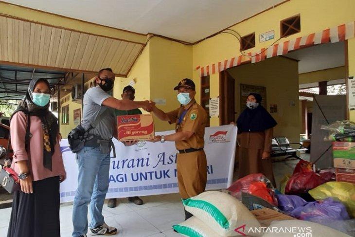 PT Persada Dinamika Lestari serahkan bantuan untuk warga terdampak banjir HSU