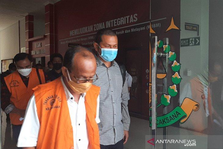 Kejari Simeulue tahan lima tersangka korupsi proyek pemeliharaan jalan Rp10,7 miliar