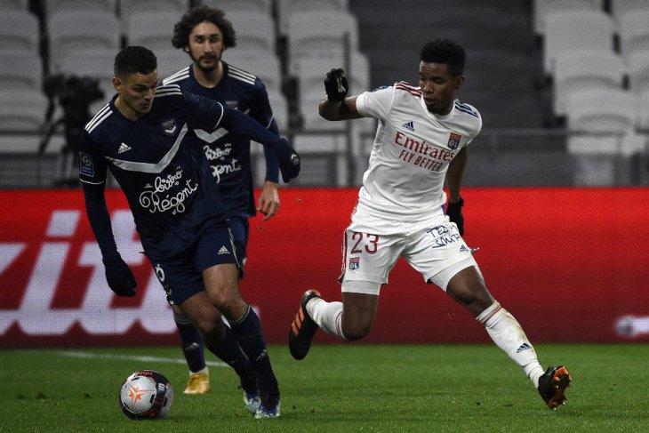 Lyon puncaki klasemen berkat kemenangan 2-1 atas Bordeaux