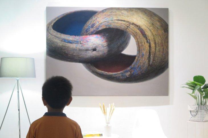 Story of Lake Limboto portrayed through Iwan Yusuf's painting