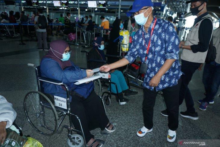 Sebanyak 166 pekerja migran Indonesia di Malaysia pulang ke Surabaya