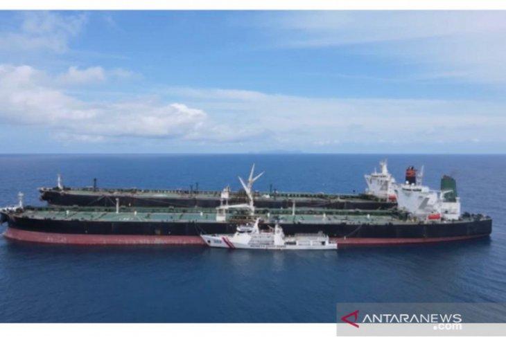 Ketika dua super tanker asing memasuki perairan di Indonesia