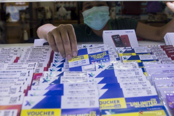 Operator seluler kaji aturan pemerintah tentang pajak pulsa