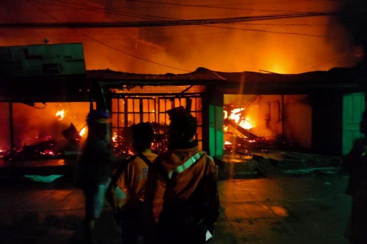 Kebakaran di Sibolga hanguskan 8 kios