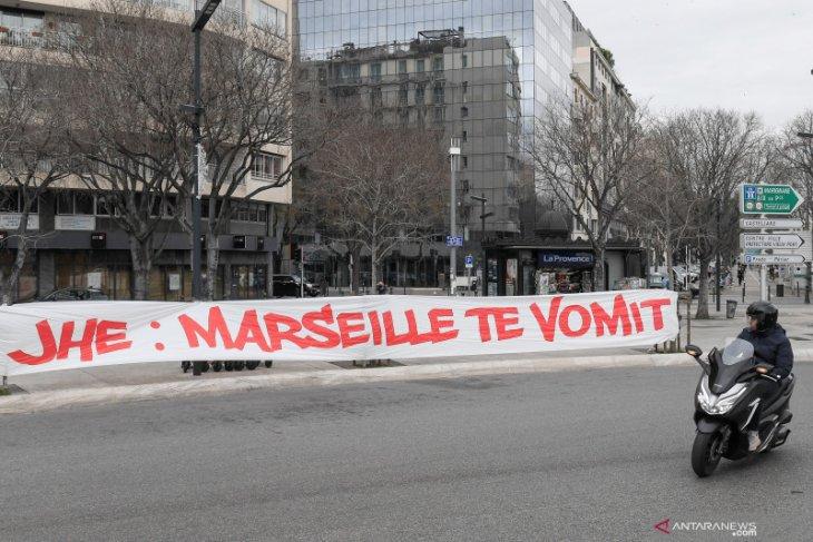 Laga Marseille vs Rennes ditunda akibat suporter mengamuk