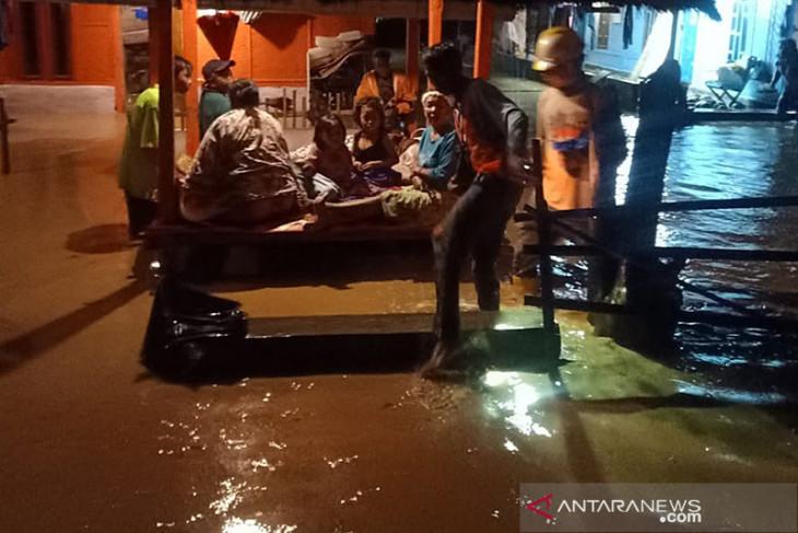 Banjir disertai lumpur menerjang kawasan Mandalika Lombok Tengah